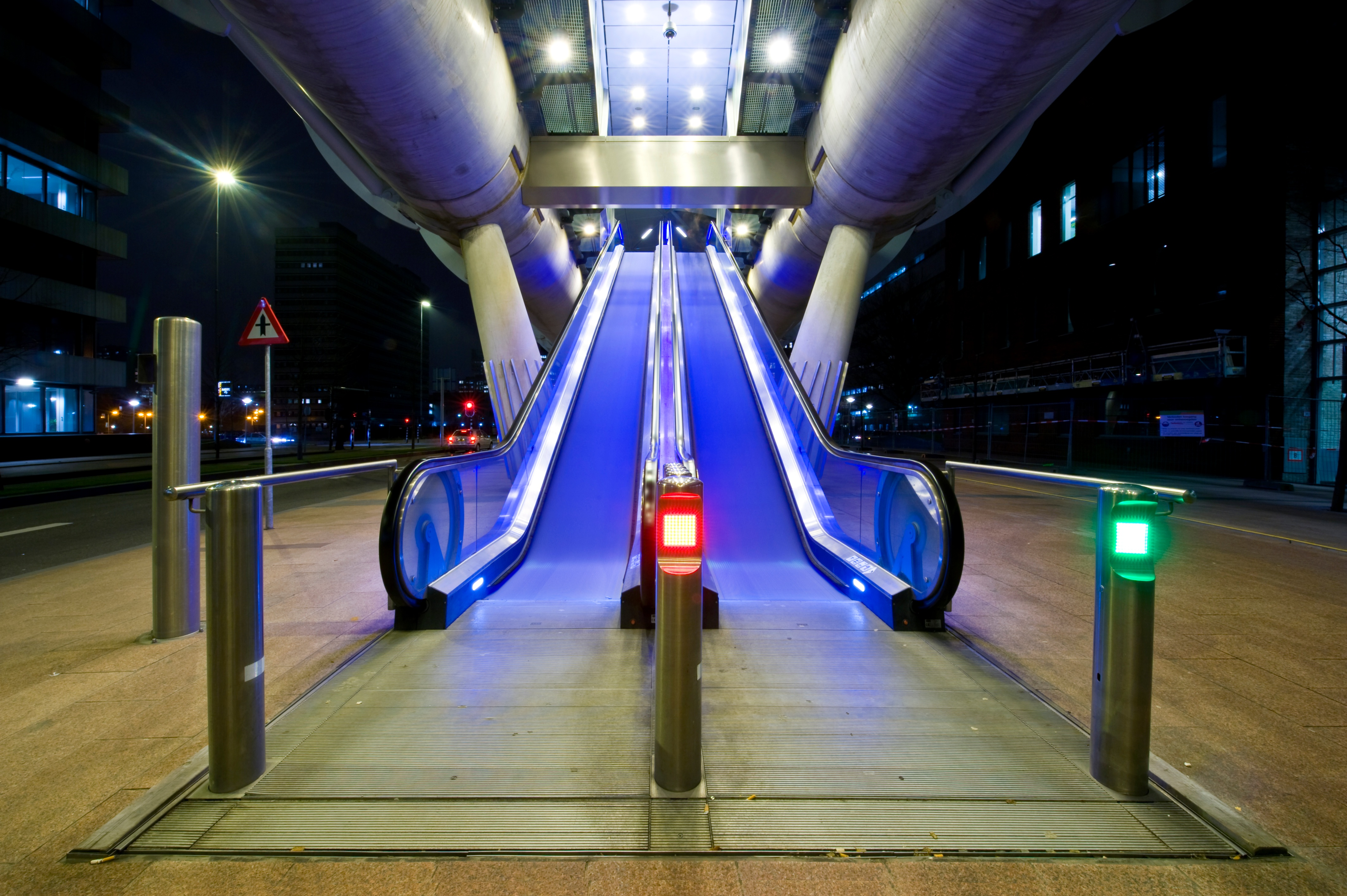 two escalators_red_green light